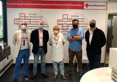En la entrega del donativo a Cruz Roja de A Coruña